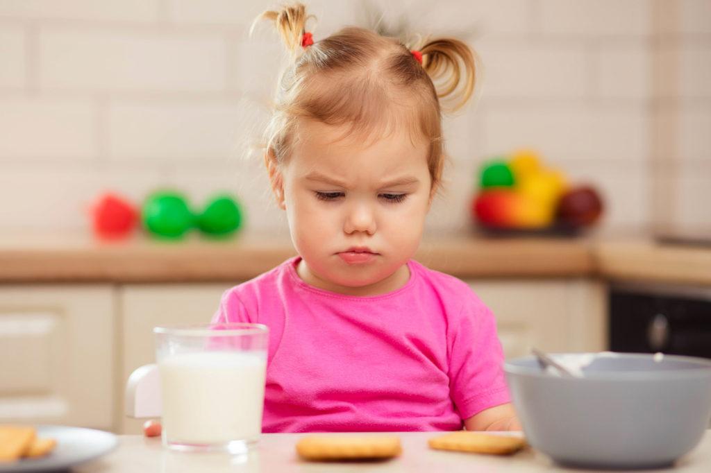 bambina non mangia formaggio