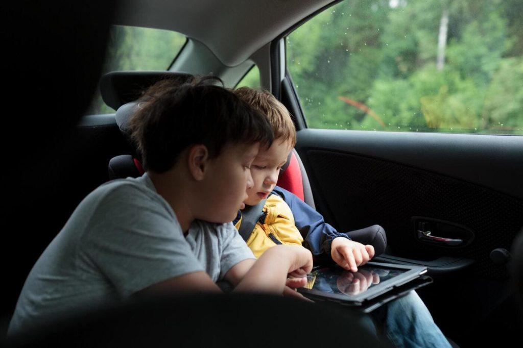tablet-vacanza-macchina